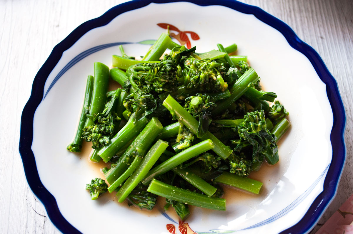 Karashiae dressing is a Japanese mustard dressing which is made with mustard, soy sauce and dashi stock. It has a kick of hot mustard but is quite light as it does not use oil at all unlike most Western salad dressings. I used broccolini today but you can use other vegetables.