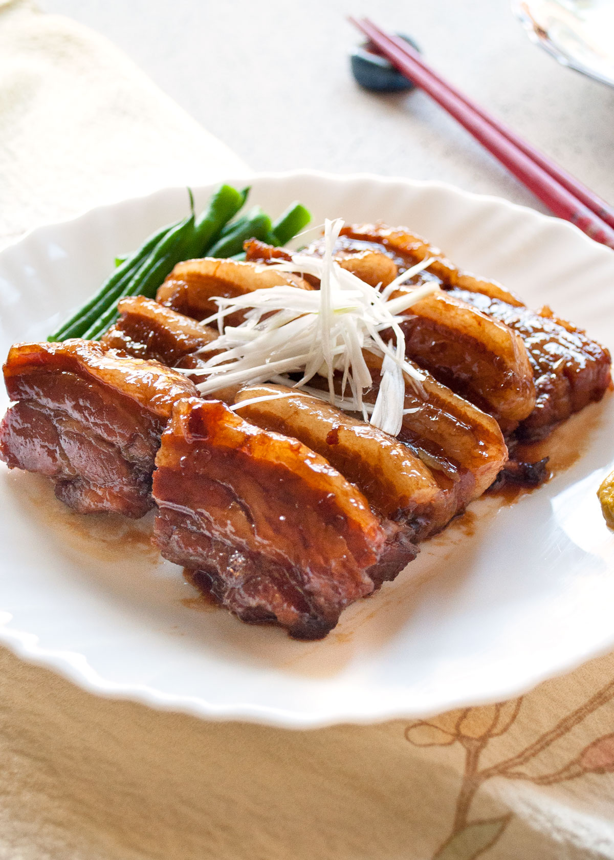 If you love pork, you must try this kakuni (角煮, simmered pork belly). The pork is so tender with lovely sweet soy sauce flavour, yet it retains the flavour of 'pork meat'. It takes time to cook the pork until it almost falls apart but it is pretty easy to make.