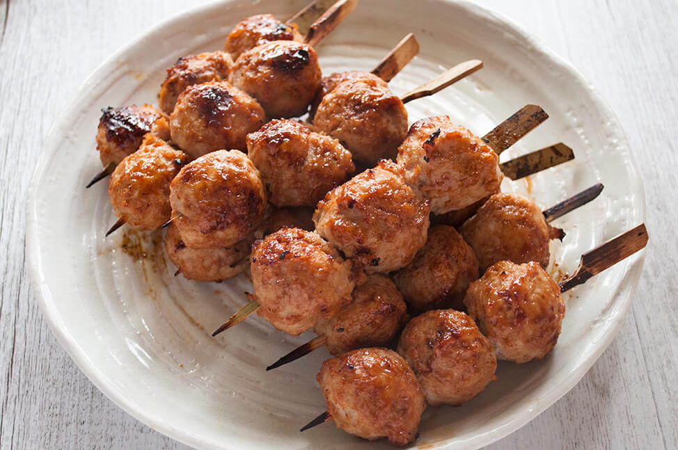 Chicken tsukune (Japanese chicken meatballs) is one of the regular yakitori dish items. Soft and bouncy meatballs are skewered and chargrilled with sweet soy sauce, ie. yakitori sauce. The key to my soft and juicy meatballs is the grated onion and amount of fat in the chicken mince (ground chicken).