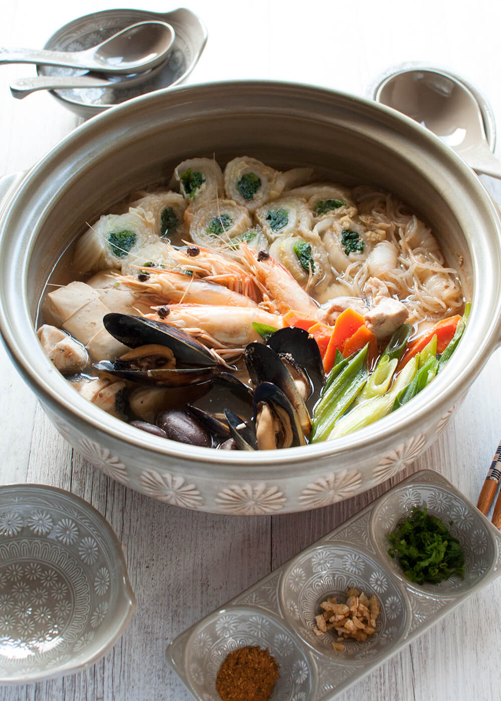 Yosenabe (寄せ鍋) is a Japanese hot pot packed with seafood, chicken and vegetables. http://japan.recipetineats.com