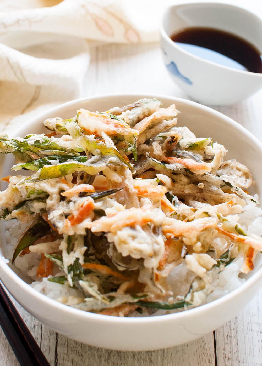 Akiage on rice bowl - Kakiage-don.