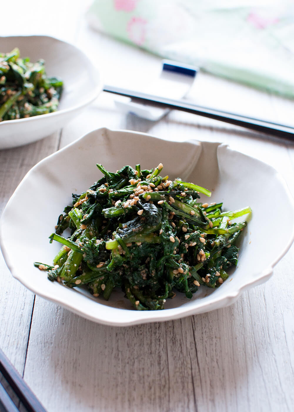 Goma-ae (胡麻和え) is a side dish made with vegetables and sweet sesame dressing. This is a pure vegetarian dish and very quick to make. The dressing has the full flavour of sesame with a little bit of sweetness and it goes so well with the slight bitterness of chrysanthemum leaves.