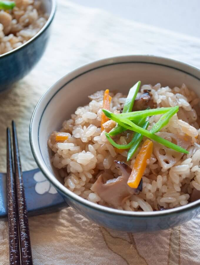 Gomoku Gohan (Japanese Mixed Rice) is rice cooked in seasoned dashi stock with 5 vegetables. You can almost eat the rice by itself without any other dishes!