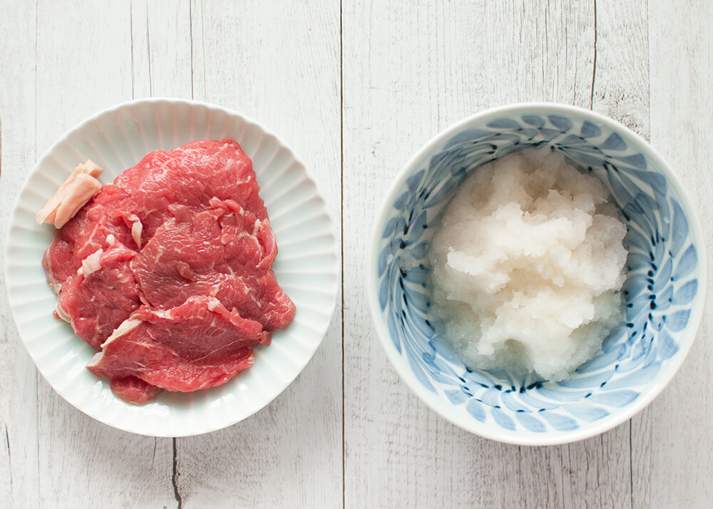 When sautéed beef slices are dressed with grated daikon and ponzu (citrus soy sauce) dressing, they become a rather light meal instead of a rich and heavy beef dish. Beef with Grated Daikon and Ponzu Dressing is so quick to make.
