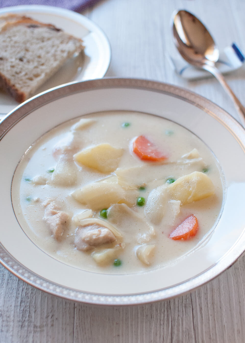 This is a white coloured stew made from béchamel sauce. It's so colourful with the chicken, carrots, potatoes, onions and green peas in it. This stew is also called 'Cream Stew' although no cream is added to the sauce and it is not as heavy as it might look.
