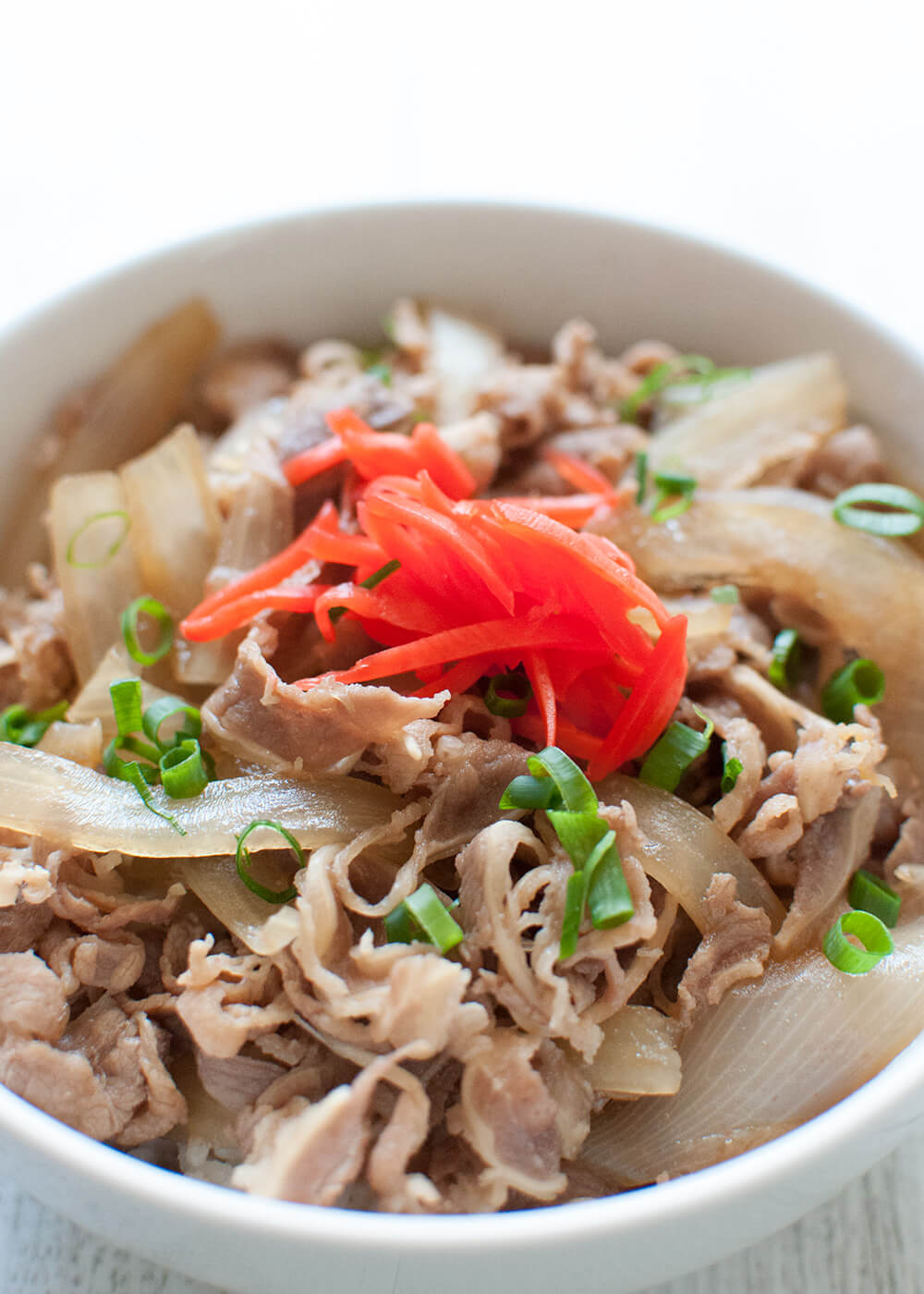 Japanese Beef bowl (Gyū-don) is a popular one-bowl dish that consists of a bowl of rice topped with thinly sliced beef and onions simmered in sweet soy-flavoured sauce. It is so quick to make, tasty and filling – a perfect mid-week family meal.