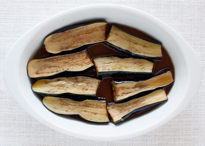To soften fried eggplant skin, marinate the skin side in dashi sauce.