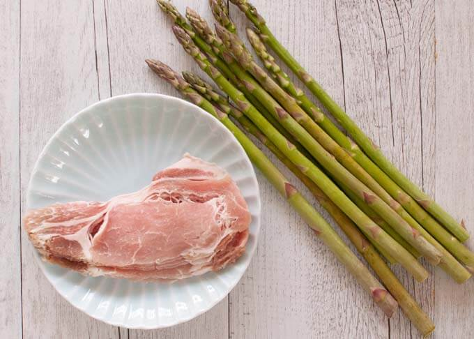 Photo of key ingredients, i.e. asparagus and sliced pork loin.