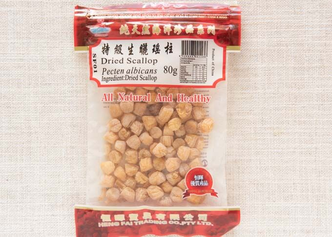 Small dried scallops in a pack.