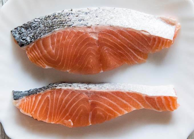 Diagonally cut salmon fillet and fillet made from cutlet.