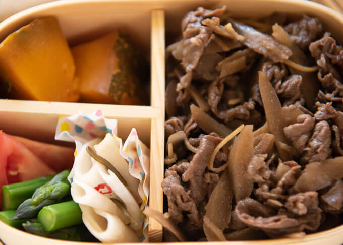 Zoomed-in photo of Shigureni Bento box.
